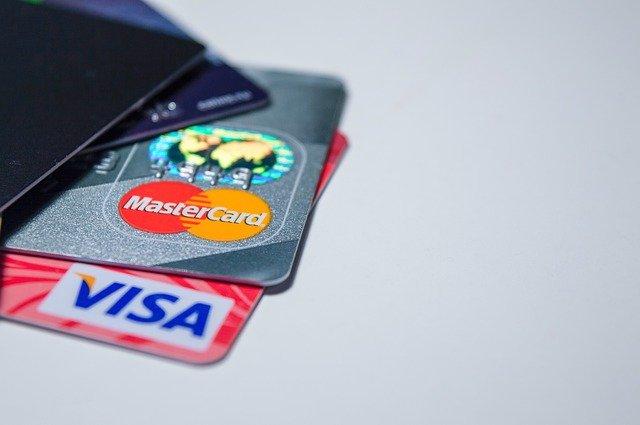 複数のクレジットカードの写真